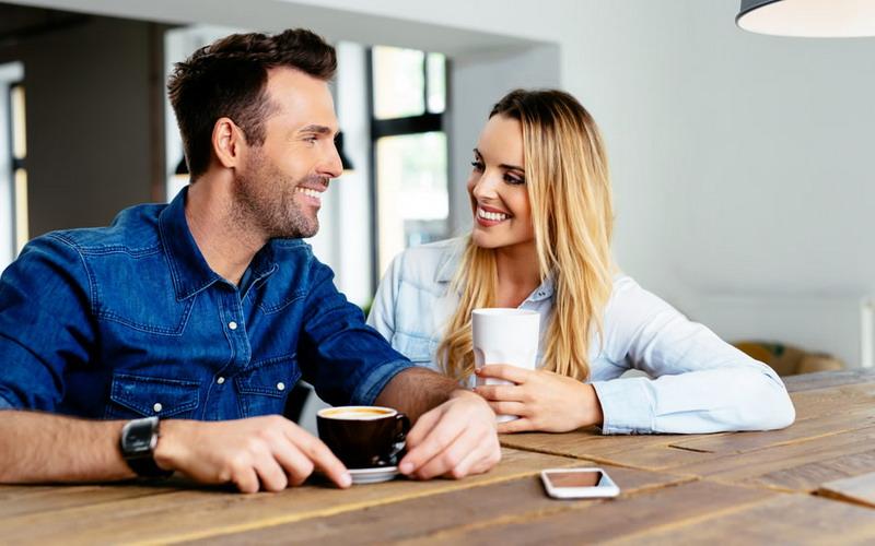 5 Rahasia Pria Ini Bisa Bikin Wanita Senyum-Senyum Sendiri