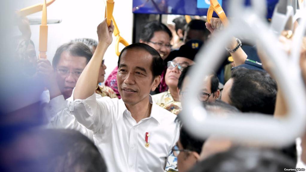 Jokowi Uji Coba MRT Sebelum Diresmikan