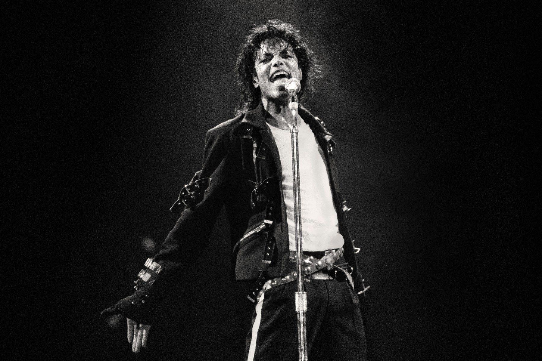 Radio Di Inggris Berhenti Memutarkan Lagu Michael Jackson
