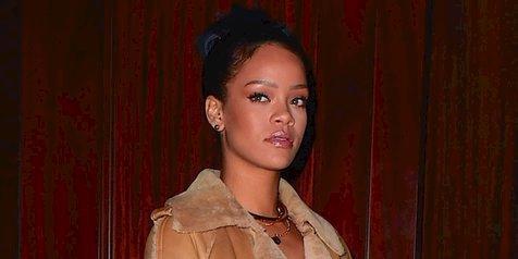 Rihanna Ketahuan Kencan Dengan Pengusaha Arab Ganteng