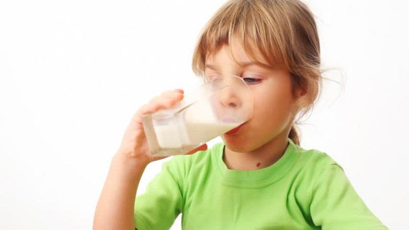 Idealnya, Anak Perlu Minum Berapa Gelas Susu dalam Sehari