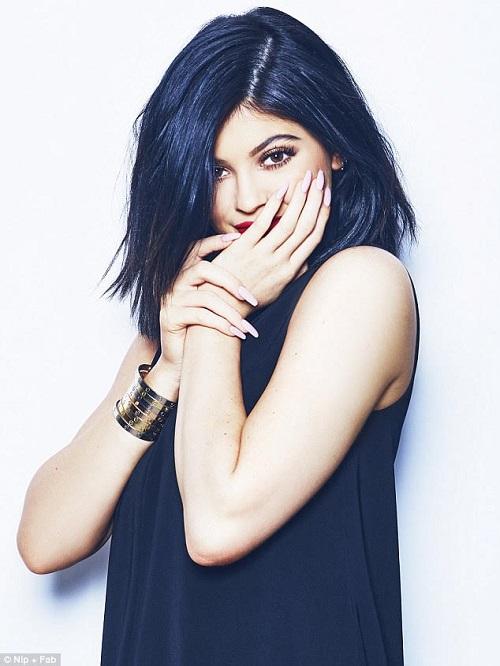 Buset, Kylie Jenner Punya Koleksi Gelang Seharga Mobil dan Resort Mewah!