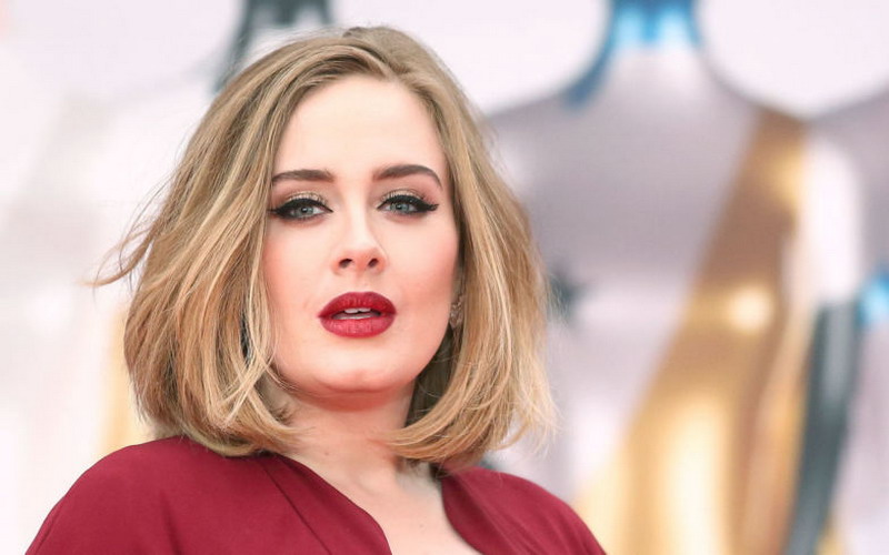 Ladies, Yuk Coba Gaya Riasan Mata Cat Eye ala Adele