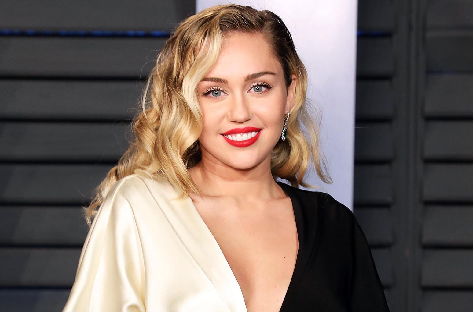 Miley Cyrus & Liam Hemsworth Resmi Menikah
