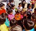 Dua Lipa Mengunjungi Anak-Anak Pengungsi Di Lebanon