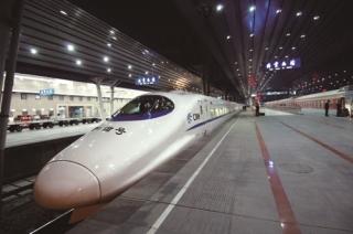 Bayar Rp 200.000, Naik Kereta Cepat Jakarta-Bandung Cuma 45 Menit