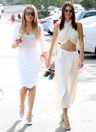 Kenakan Busana Seksi ke Gereja, Kendall Jenner Diprotes