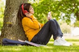Ketahui Alasan Orang Lebih Menikmati Musik Galau