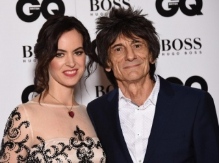 Istri Ronnie Wood 'The Rolling Stones' Hamil Anak Kembar