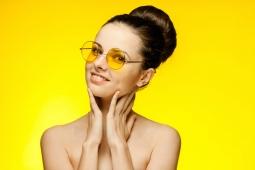 4 Kesalahan yang Sering Dilakukan saat Membersihkan Kacamata