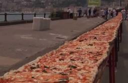Rekor Baru Piza Terpanjang di Dunia 1,8 km