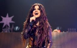 Michael Jordan Ingin Selena Gomez Melawan Penyakit Lupus