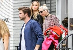 Akhirnya, Miley Cyrus dan Liam Hemsworth Tampil Berdua Lagi