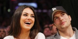 Ashton Kucther Sebut Bercinta dengan Mila Kunis Luar Biasa