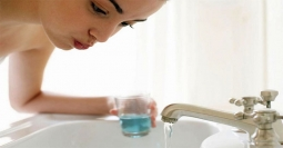 Atasi Bau Mulut dengan Enam Cara Ini