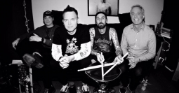 Blink 182 Rilis Video Klip Tanpa Tom DeLonge