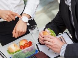 Cara Makan Tepat agar Terhindar dari Masalah Pencernaan