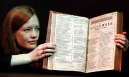 Empat Buku Shakespeare Pertama Terjual Rp50 Miliar