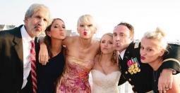 FOTO: Baru Putus, Taylor Swift Hadiri Pernikahan Penggemar