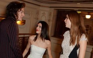 Kendall Jenner Sarankan Harry Styles Sering Mandi