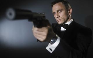 TERHEBOH: Daniel Craig Dipertahankan di James Bond