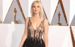 Jennifer Lawrence Permalukan Diri Sendiri di Depan Harrison Ford
