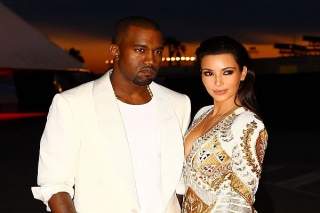 Kim Kardashian Dapat 150 Kado Natal dari Suami
