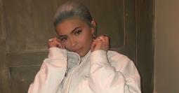 Terlihat Menggunakan Cincin Emas, Kylie Jenner Resmi Tunangan dengan Travis Scott?