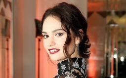 Lily James Jadi Wajah Baru Parfum Burberry