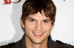 Ashton Kutcher Membagikan Nomer Hp-nya di Twitter!