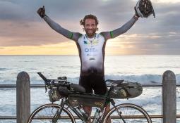 Gokil! Pecahkan Rekor Keliling Dunia Menggunakan Sepeda Hanya 79 Hari