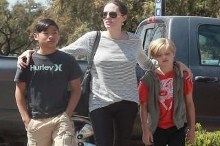 Putra Brad Pitt-Angelina Jolie Patah Kaki