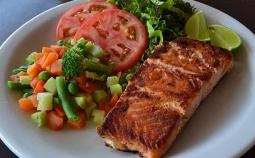 Tangkal Serangan Jantung sejak Dini, Konsumsi Ikan Salmon!