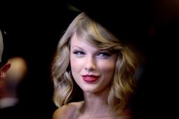 Taylor Swift Hapus Semua Media Sosialnya. Pertanda Album Baru?