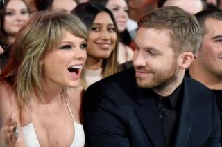 Taylor Swift Bantah Tinggal Bersama Calvin Harris