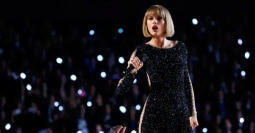 TAYLOR SWIFT PUNYA PROGRAM TV SENDIRI