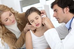 Bersihkan Telinga Anak, Jangan Gunakan Cotton Bud yang Bisa Sebabkan Infeksi