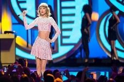 Taylor Swift Dituduh Lakukan Pembesaran Bokong