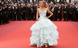 Wah, Cantiknya Blake Lively Tampil bak Cinderella di Karpet Merah Cannes 2016