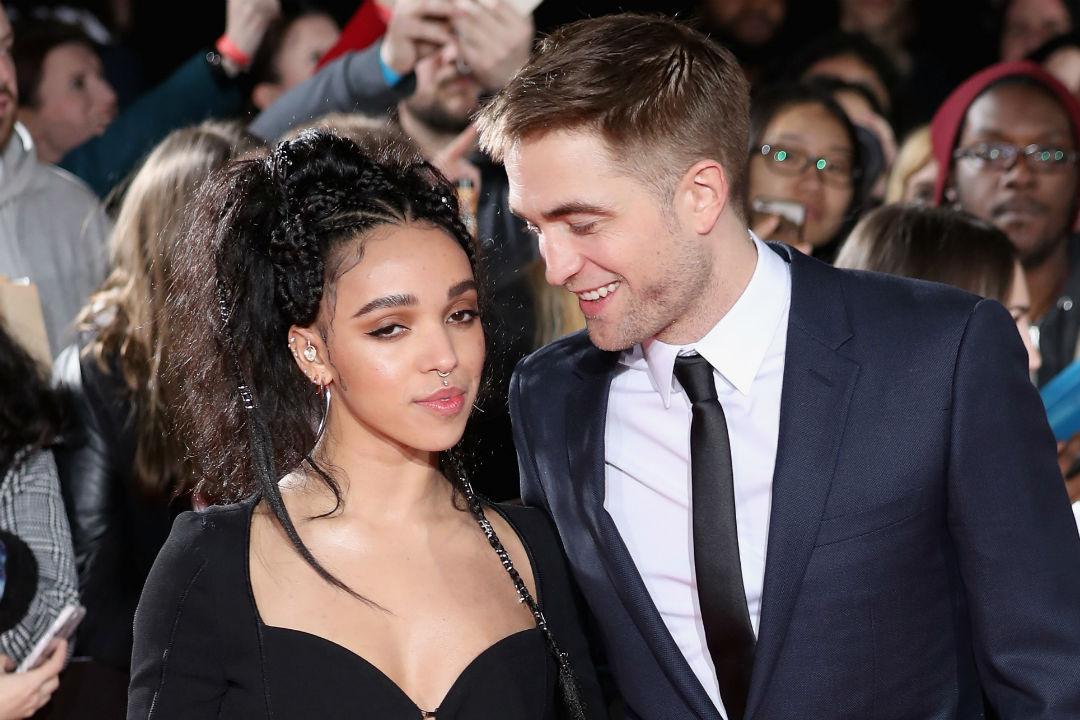 Pertunangan Robert Pattinson & FKA Twigs Dikabarkan Berakhir