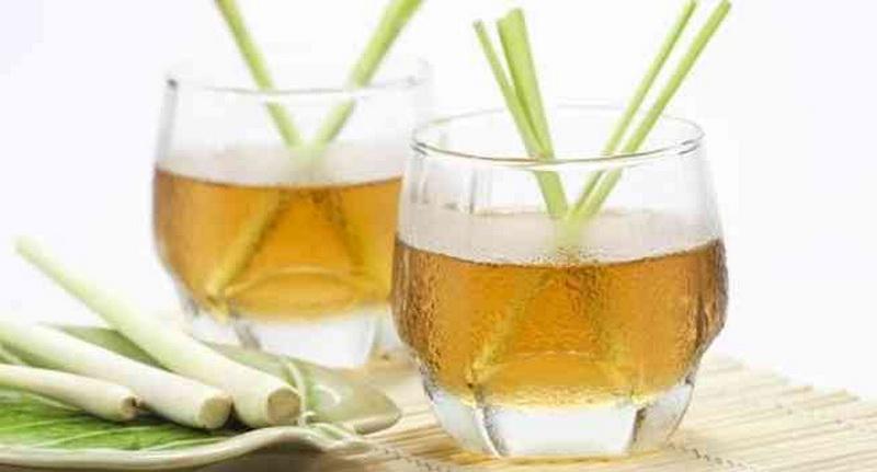 Banyak Minum Atasi Kaki Bengkak karena Retensi Air